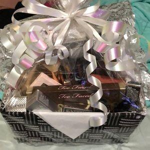 💕 💝Valentines/birthday gift basket 💕💝